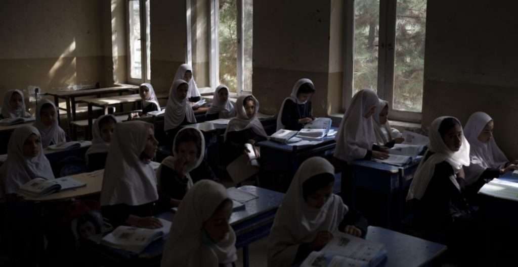 Las afganas podrán estudiar en la universidad pero separadas de los hombres