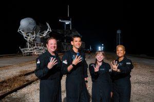 SpaceX, lista para el despegue de la primera misión espacial completamente civil
