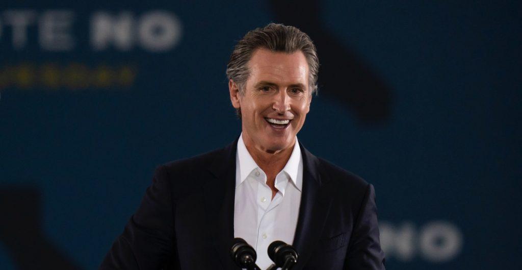 Gavin Newsom permanecería como gobernador de California, según proyecciones de CNN