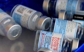 Dosis de refuerzo de vacuna de Moderna son efectivas contra variantes de Covid-19 como la Delta