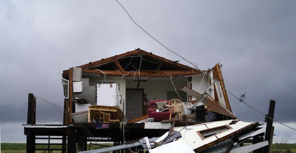 """""""Nicholas"""" avanza hacia Louisiana desde Texas dejando lluvias en área afectada por """"Ida"""""""