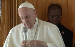 Papa Francisco dice que el aborto es un asesinato; pide a obispos postura menos política