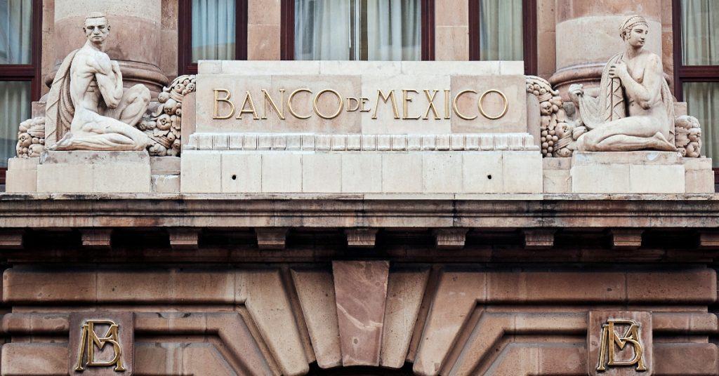 Banxico anticipa que la recuperación económica continuará, pero con incertidumbre