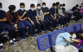 Arrestos de migrantes en frontera entre EU y México se mantienen en máximos de 20 años