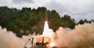 Corea del Norte lanza dos misiles balísticos desde un tren