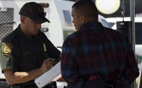 Descubren a indocumentados con pasaportes de EU falsos en la frontera