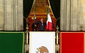 AMLO da el grito de Independencia desde Palacio Nacional con muchas luces, pero ante un Zócalo vacío