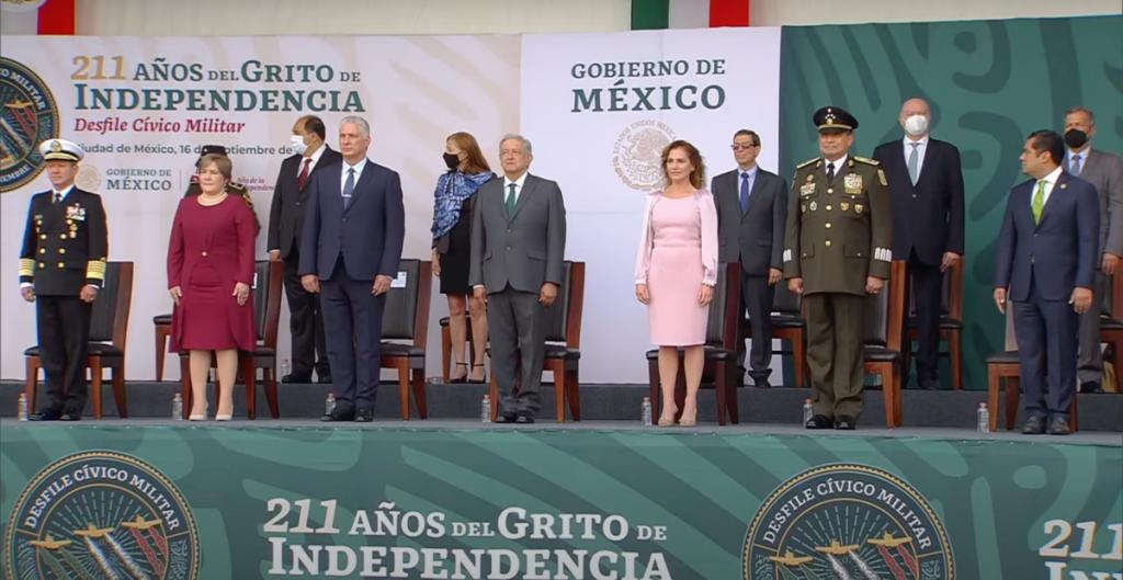 diaz-canel-amlo-desfile-civico-militar-zocalo-ciudad-mexico