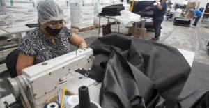 Personal ocupado en industria manufacturera crece 4.2% en julio, pero bajan sus remuneraciones 0.2%: Inegi