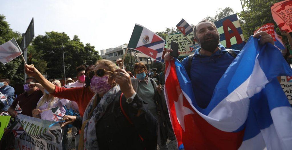 Protestan en la Embajada de Cuba en México por la visita del presidente Díaz-Canel