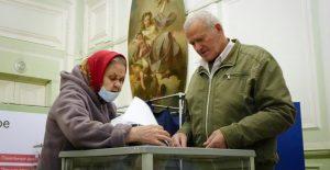 Comunistas y observadores denuncian compra de votos y otras violaciones en elecciones rusas