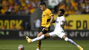Jiménez jugó la recta final del partido sin su casco protector. (Foto: Reuters).
