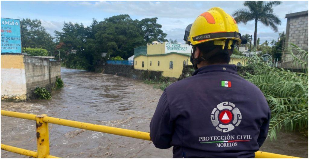Río Yautepec se desborda y provoca inundaciones en Morelos