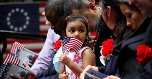 Asesora principal del Senado dictamina que no se podrá incluir ciudadanía para migrantes en plan de Biden