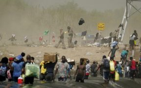 EU expulsó a 320 migrantes haitianos de Texas y alista otros 6 vuelos en una operación de deportación masiva