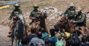 La Casa Blanca lamenta el posible uso de látigos contra migrantes haitianos en la frontera