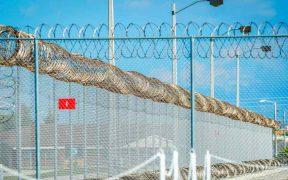 Denuncian uso de tóxicos en centro de detención de migrantes en Florida que causan daños a la salud reproductiva