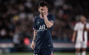 Messi se lamenta en el duelo ante Lyon. (Foto: Reuters).