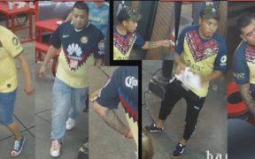 Los cuatro sospechosos portaban playera del Club América. (Foto: Policía de Filadelfia).