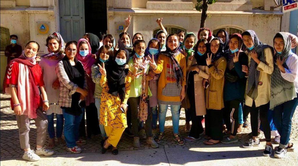 Las seleccionadas juveniles de Afganistán llegaron el domingo a Portugal. (Foto: AP).