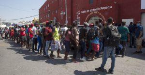 Haitianos saturan albergues y oficinas de migración en Monterrey, Ciudad Acuña y Piedras Negras