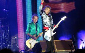 The Rolling Stones rindió homenaje a Charlie Watts en su primer concierto sin el legendario baterista