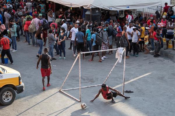 Llegada de migrantes haitianos satura los albergues de la ciudad de Reynosa
