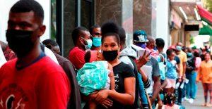 """Migrantes haitianos planean """"quedarse en México"""" ante dificultades para entrar a EU"""
