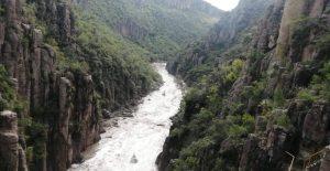 Desfogan presa de San Blas tras llegar a nivel máximo; una decena de viviendas quedaron afectadas