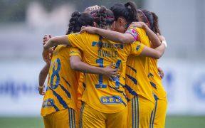 El futbol femenil en México mantiene una amplia brecha de género que inicia con los salarios. (Foto: Mexsport).