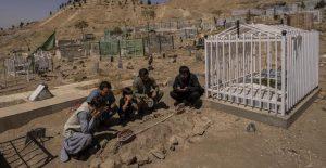 Talibanes aseguran haber abatido a 8 supuestos miembros de Estado Islámico