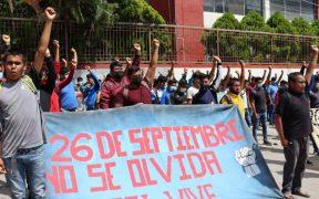 """""""Las investigaciones son las mismas y no hay resultados"""", reclaman en marcha en Chilpancingo por los 43 normalistas"""