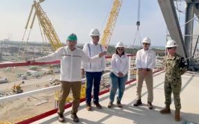 """Destaca AMLO a fuerzas armadas como """"su gran apoyo"""" en Dos Bocas; afirma que la refinería se inaugurará en 9 meses"""
