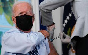 Biden recibe vacuna de refuerzo de Pfizer después de la autorización de la FDA