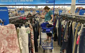 Gasto de los consumidores en EU supera las expectativas en agosto, pero la inflación se acelera