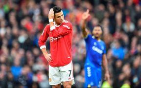 Cristiano se lamenta mientras el Everton celebra el empate. (Foto: EFE).