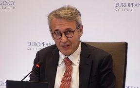 Agencia Europea considera segura y eficaz tercera dosis de Pfizer, pero cada país debe elegir si la pone