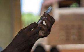 Recomienda la OMS la primer vacuna contra la malaria; pide se aplique a niños en África