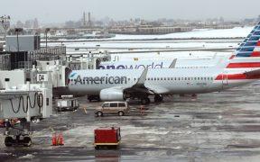 Desalojan avión y detienen a pasajero en aeropuerto de Nueva York
