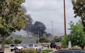 Avioneta se estrella contra casa en California; hay dos muertos y dos heridos