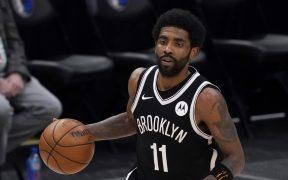 Irving no podrá incorporarse a los Nets hasta que esté vacunado. (Foto: AP).