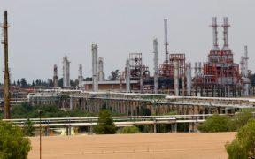 Refinería de Tula está detenida desde hace dos semanas por bloqueo carretero: Reuters