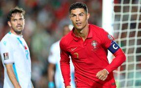 Cristiano Ronaldo inicia su festejo tras marcar su tercer gol. (Foto: EFE).