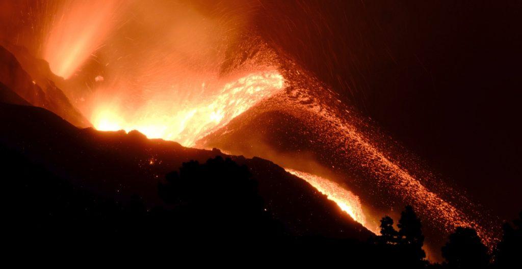 Nueva erupción del volcán de La Palma obliga a desalojar a 800 personas