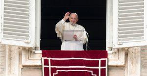 Papa Francisco pide no devolver a migrantes del Mediterráneo a países inseguros