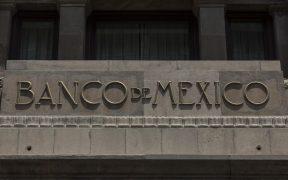 Inflación en México amenazada por cuellos de botella en la producción, señala Banxico