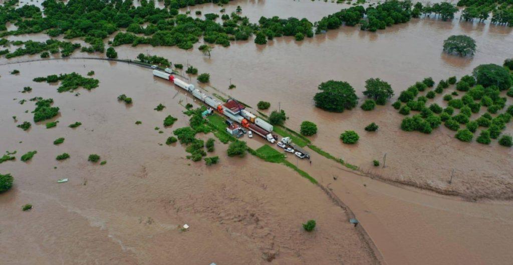 Cancelan clases presenciales en el norte de Nayarit por desborde de río Acaponeta