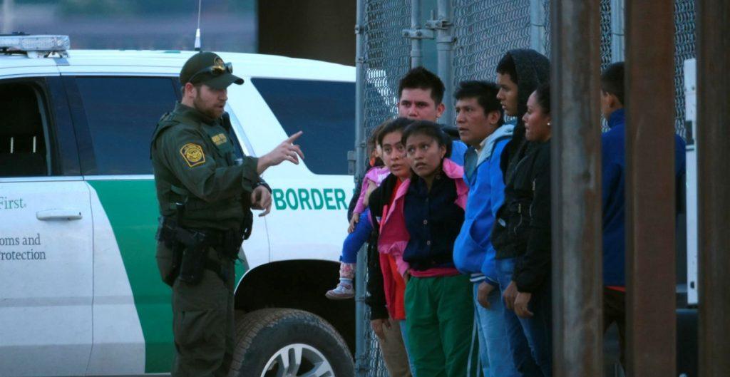 Casos de deportación retrasados en cortes migratorias de EU suman los 1.5 millones