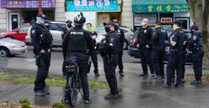 EU encuentra resistencia entre agentes de policía obligados a vacunarse
