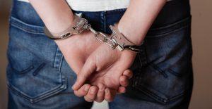 Estudio de AP muestra cifras alarmantes de niños arrestados en EU; 50% eran de raza negra